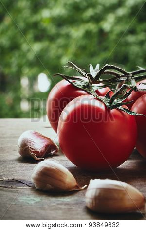 Tomatoes and garlic cloves