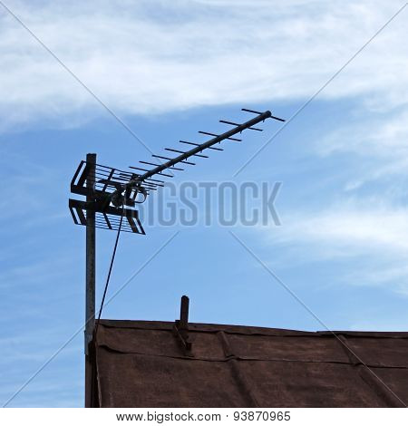 Tv Antenna Over Old Roof