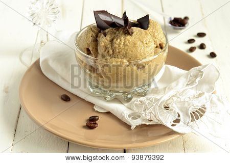 Coffee mousse with chocolate chips