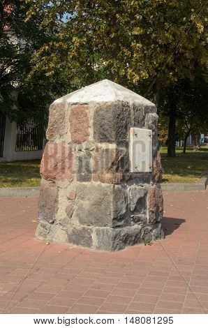 Boundary post, the border between the city and the fortress.