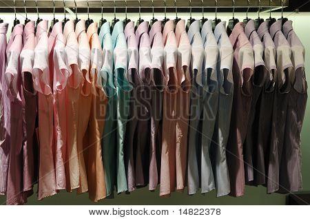 zakelijke vrouw kleren opslaan overdekt winkel