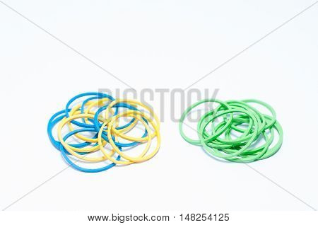 Mix color with rubber bands of blue and yellow