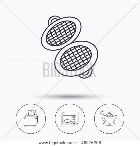 Microwave oven, toaster and juicer icons. Waffle-iron linear sign. Linear icons in circle buttons. Flat web symbols. Vector