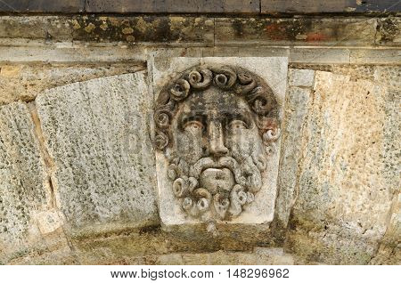 The heroes of the Greek mythology made in stone adorn the bridge.