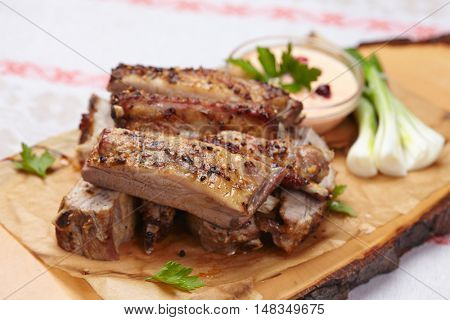 grilled ribs with sauce