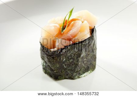 Gunkan Sushi Roll with Sea Scallop