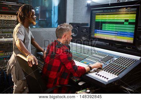 Adjusting sound level