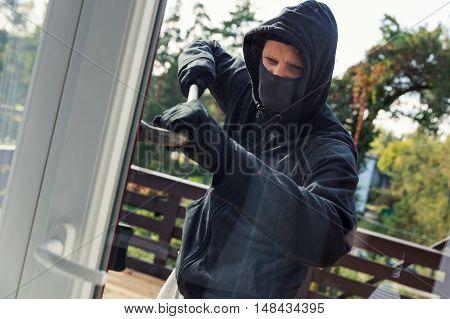 house robbery - burglar opens balcony doors with crowbar
