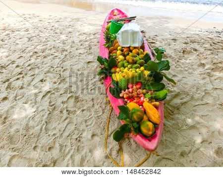 The exotic tropical fruits on the boat - travelers lunch