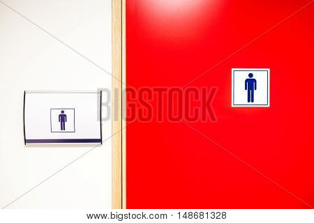 In an public building are womans toilets door