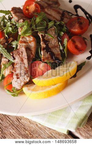 Italian Salad Of Grilled Beef With Arugula And Tomatoes Macro. Vertical