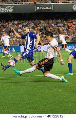 VALENCIA, SPAIN - SEPTEMBER 22nd: Enzo Perez with ball during Spanish soccer league match between Valencia CF and Deportivo Alaves at Mestalla Stadium on September 22, 2016 in Valencia, Spain
