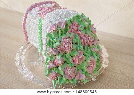 Sponge cake in the shape of a bouquet of flowers