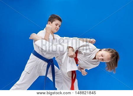 In karategi boy and a girl beat blows