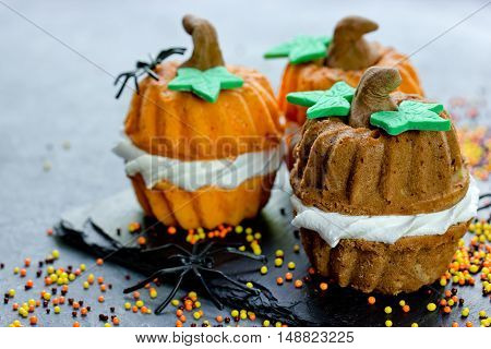 Halloween pumpkin cupcakes for trick or treat night