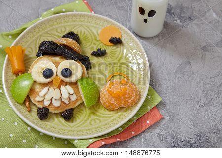Owl pancake for kids breakfast on Halloween