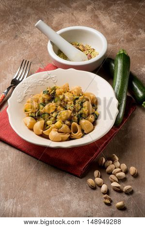 pasta with zucchinis and pistachio nut