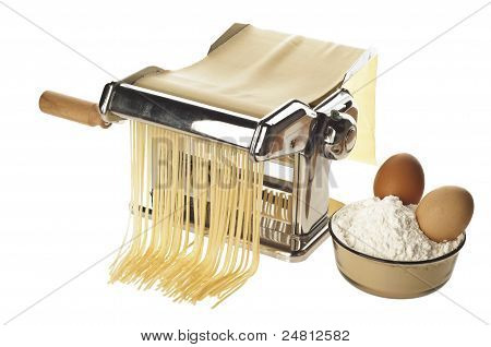 Pasta Machine With Fresh Spagheti