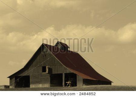 Histórico celeiro de telhado vermelho