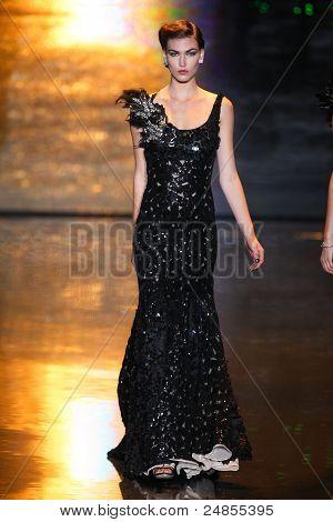 Badgley Mischka - Runway - Fall/Winter 2011 Collection - New York Fashion Week