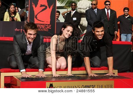 LOS ANGELES - NOV 3:  Robert Pattinson, Taylor Lautner, Kristen Stewart at their Handprint and Footprint Ceremony at Grauman's Chinese Theater on November 3, 2011 in Los Angeles, CA