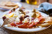 Постер, плакат: Помидоры сыр Фета & оливковое салата