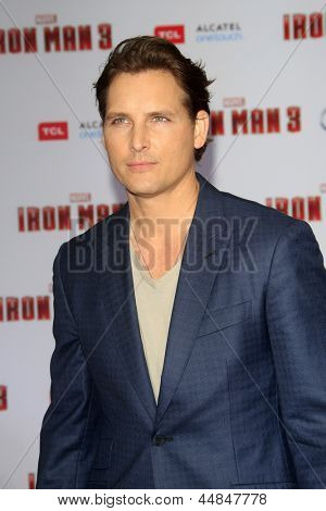 "LOS ANGELES - APR 24:  Peter Facinelli arrives at the ""Iron Man 3"" LA premiere at the El Capitan Theater on April 24, 2013 in Los Angeles, CA"