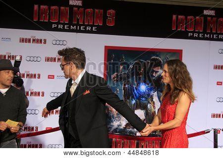 LOS ANGELES - APR 24:  Robert Downey Jr, Susan Downey arrives at the