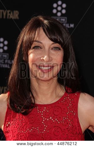 LOS ANGELES - APR 25:  Illeana Douglas arrives at the TCM Classic Film Festival Opening Night Red Carpet