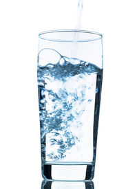 foto of waste reduction  - water is poured into a glass - JPG