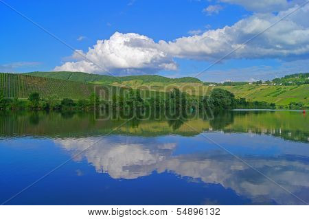 Clouds reflection in the Moselle