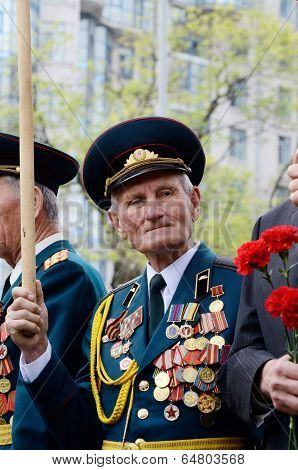 Old veterans come to celebrate Victory Day in commemoration of Soviet soldiers