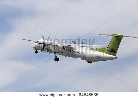 airBaltic De Havilland Canada DHC-8-402Q Dash 8 aircraft