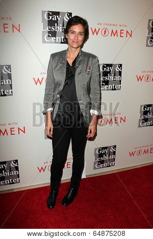 LOS ANGELES - MAY 10:  Alexandra Hedison at the L.A. Gay & Lesbian Center's