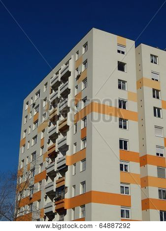 Insulated block of flats