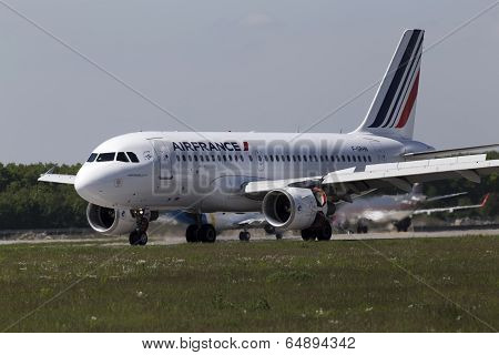 Air France Airbus A319-111 aircraft landing on the runway