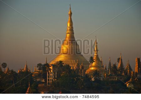 sunrise at Shwedagon pagoda