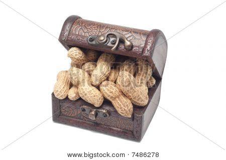 Erdnüsse in Schatztruhe
