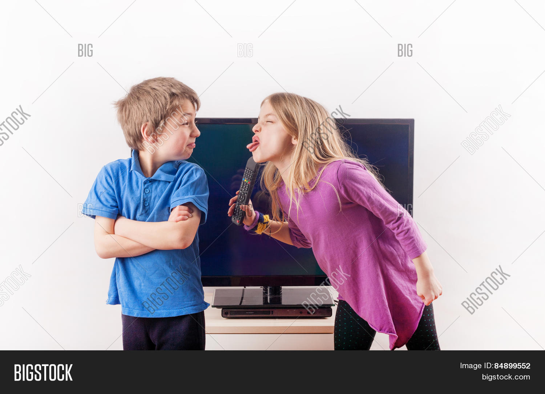 porno-video-brat-s-sestroy-odni-doma