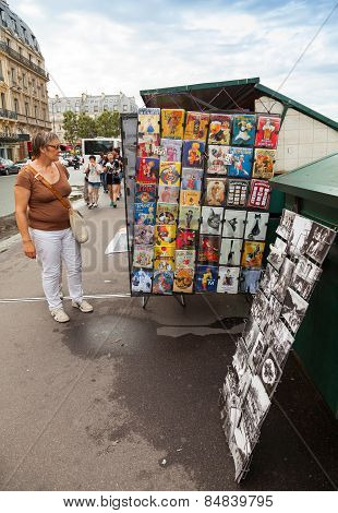 Small Art And Souvenir Shop With Walking Tourists In Paris