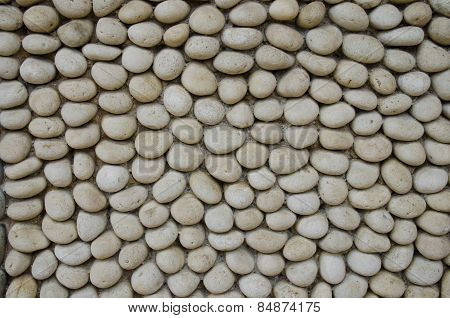 Wall made of round rocks