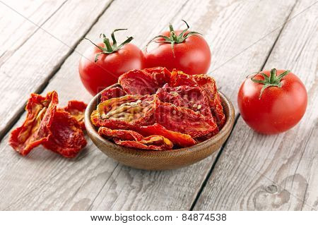 Dried and fresh tomato