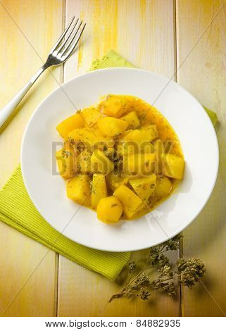 potatoes salad with saffron and oregano