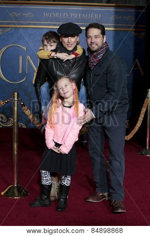 LOS ANGELES - MAR 1:  Jason Priestley, wife Naomi Lowde-Priestley, Dashiell Priestley, Ava Priestley at the