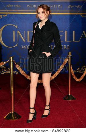 LOS ANGELES - MAR 1: Karen Gillan at the World Premiere of 'Cinderella' at the El Capitan Theater on March 1, 2015 in Hollywood, Los Angeles, California