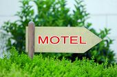 pic of motel  - Pointer with text Motel - JPG