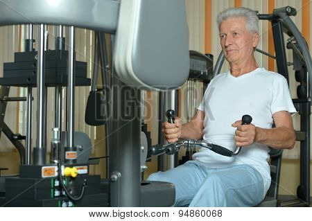 Elderly man in  gym