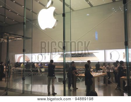 Apple computer shop