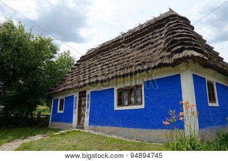 Traditional Old Clay Ukrainian Rural House - Homestead With Hay Roof,kadievcy  Village,Europe