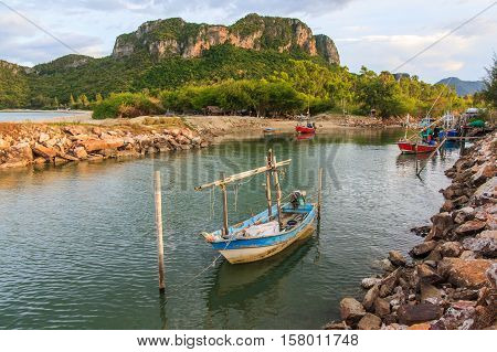Fishing boats floating in front of the bay